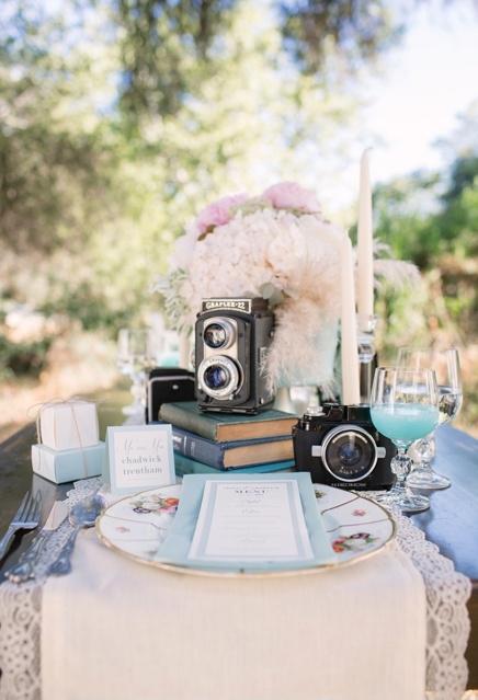"vintage camera display #theweddingpicker (check out other wedding accessories at ""theweddingpicker"" Etsy shop!)"