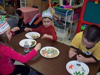 Easy 100th day snack mix: Chocolates Chips, Schools Parties, Animal Crackers, Schools Ideas, 100Th Day, Schools Snacks, Snacks Mixed, Kindergarten Blog, Goldfish Crackers