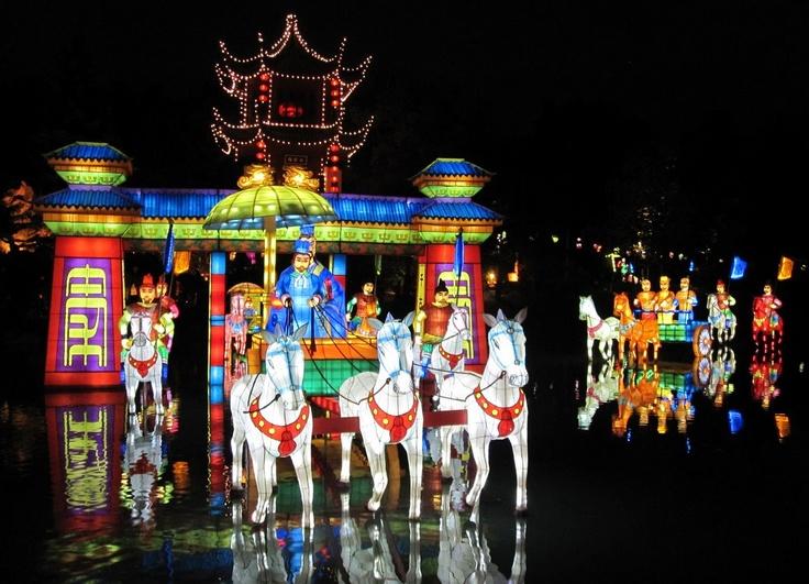 La Magie des lanternes, au Jardin botanique de Montréal, du 9 sept au 31 oct. http://bit.ly/qOC6Sb