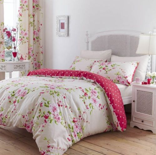 Floral vintage bedroom ideas with pink floral bedding and curtain sets | Decolover.net