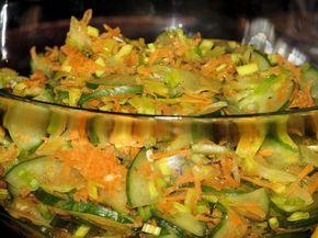 Ogórkowa sałatka z marchewką i porem - zdjęcie 2
