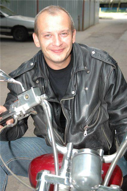 Дмитрий Марьянов - овальная форма лица