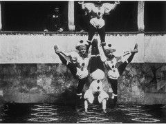 """Résultat de recherche d'images pour """"les freres lumiere acrobate"""""""