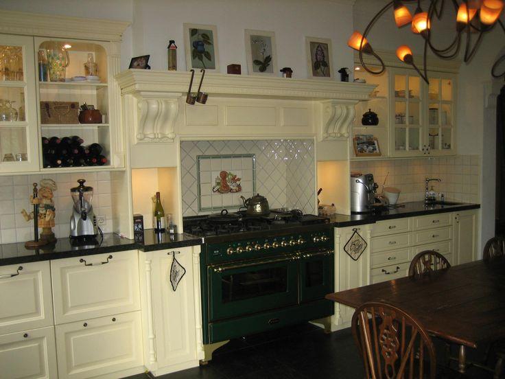 Engelse keuken in Victoriaanse stijl, Romantisch, klassiek, landelijk en authentiek Met een Engelse keuken creëert u een sfeervol huis met een warm karakter.  Stabilo Interieurbouw - Projecten