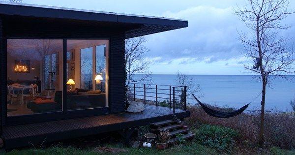 Vor Weihnachten möchte ich Euch noch mal nach Bornholm entführen und Euch Ferienhäuser zeigen, die Meerblick bieten. Doch zuvor... möchte ich sehr direkt starten. Denn auf Bornholm findet man, dass zu wenig Menschen wissen, dass es eine... #bornholmerfærgen #bornholmtours #destinationbornholm