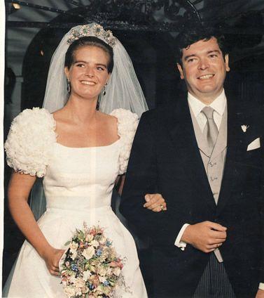 Myrta Marquez de Bavière, fille du marquis de Castro et de la princesse Tessa de Bavière a épousé le 17 septembre 1994 Pedro Escudero Aznar. La princesse Tessa, mère de la mariée est la fille de l'Infant José (fils de l'Infante Maria Teresa et du prince Ferdinand de Bavière qui renonça à ses droits au trône de Bavière et fut titré Infant d'Espagne) et de Maria de la Asuncion Mesia y de Lesseps.