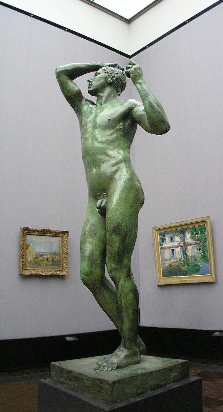 A Berlin : L'Âge d'airain , à la Alte Nationalgalerie. Première statue en bronze d'Auguste Rodin, de 1877, lui apportant la gloire à l'âge de 37 ans. (Au second plan, peintures de : Édouard Manet (à gauche) et Camille Pissarro (à droite))