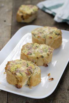 Met dit recept maak je een lekker hawaii borrelbrood. Een ideaal hapje op een feestje, zoals bijvoorbeeld oud en nieuw! :)