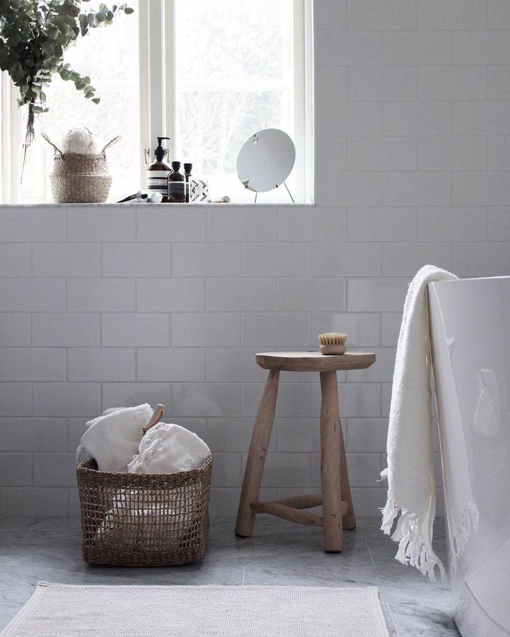 """266 gilla-markeringar, 15 kommentarer - E M I L Y (@emsloo) på Instagram: """"Bathroom details on le blog! link in profile ___________________________________ In…"""""""