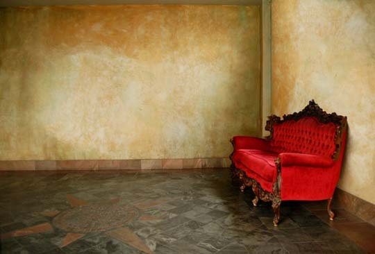 The red couch room, great photo! #red #couch