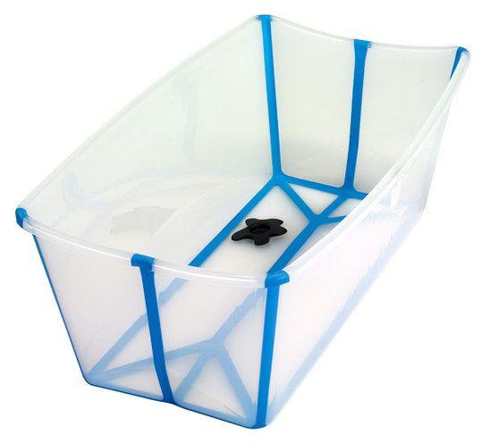 Die faltbare Stokke Badewanne Flexi Bath eignet sich nicht nur für unterwegs sondern auch gut für Reisen. In der Babybadewanne ist Platz für eine Babyschale