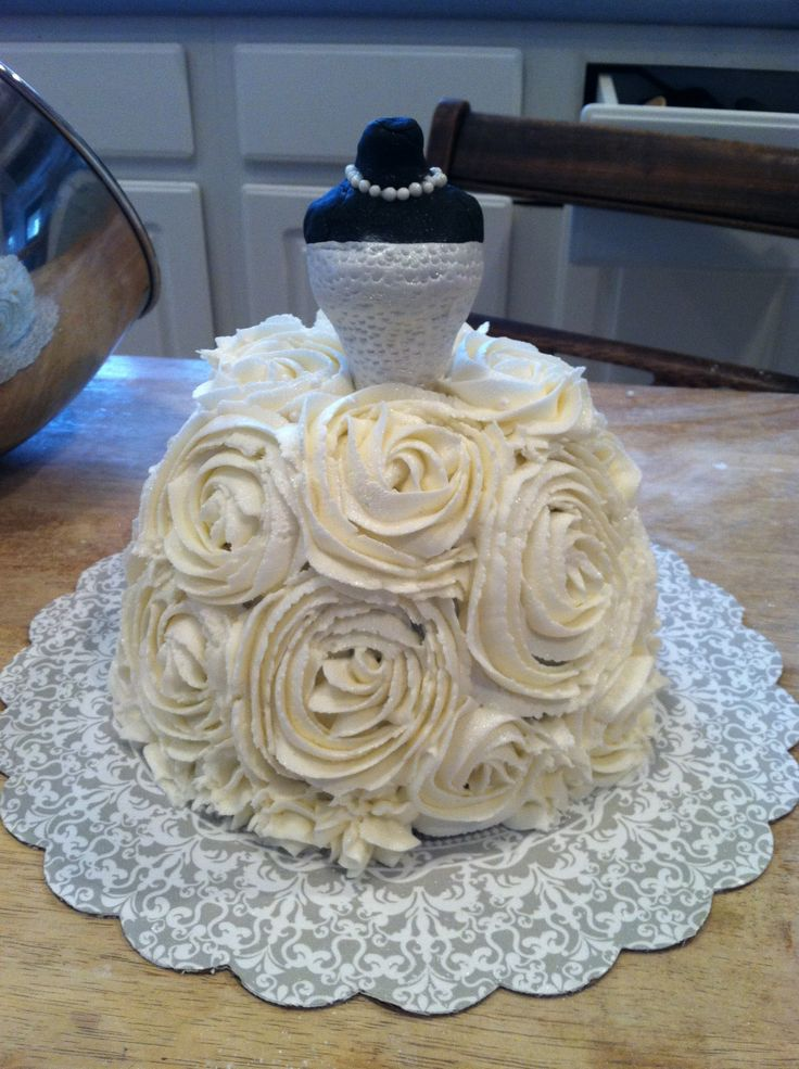 Bridal Shower Cake - If you have the large pampered chef ...