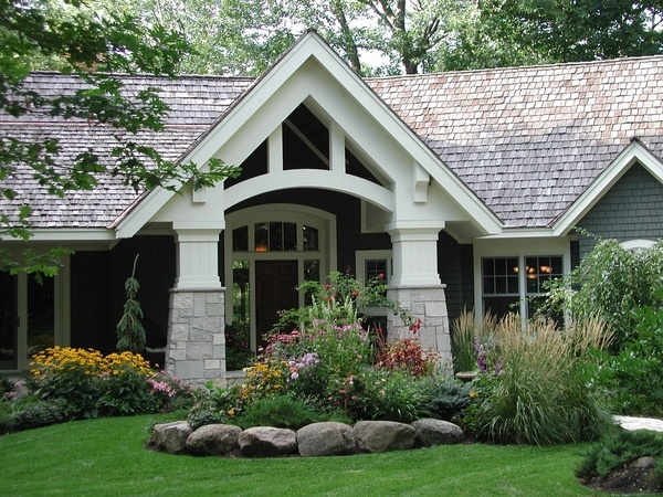 404 best front yard landscaping ideas images on pinterest for Curb appeal garden designs
