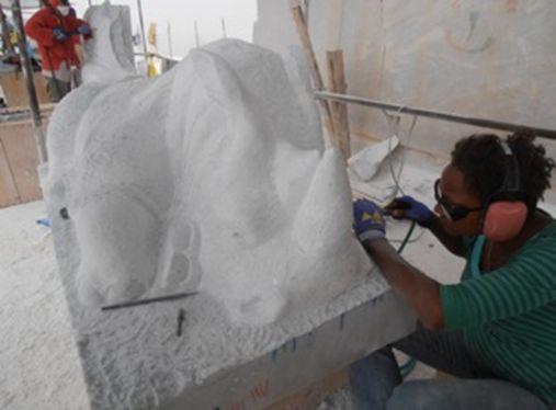 """Nel 2012 partecipa al progetto """"7 Scultori alla Cava Querciola"""" che viene esposto all'Istituto Svedese di Studi Classici a Roma"""