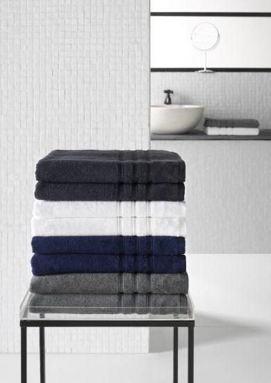 De donkere kleuren van de 'Dolce' handdoek: monument grey, white, ombre blue and mastic. Van de Witte Lietaer.
