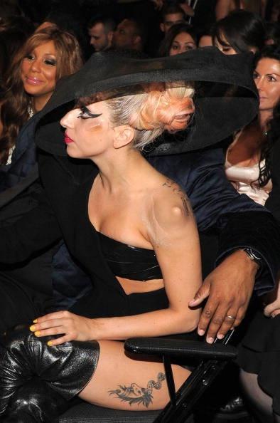 Il tatuaggio di Lady Gaga ai Grammy 2011