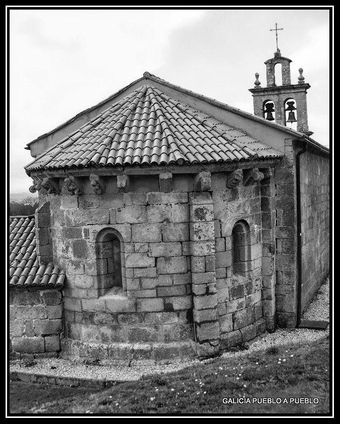 La IGLESIA DE S. MARTIÑO DE ANDRADE, templo en su mayoría de estilo barroco (s. XVIII), que todavía conserva de su fábrica románica, el hermoso ábside del siglo XII con una buena colección de canecillos.