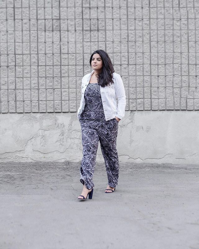 If I dress for summer maybe summer will come ☀️ Travelling this weekend and a jumpsuit is always a packing essential ✔️ Start your summer closet online with @reitmans and get 25% off with my code LAPIZ25 #reitmansreally #reitmans