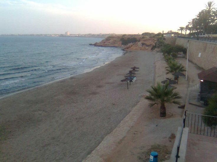 Playa flamenca de Orihuela.