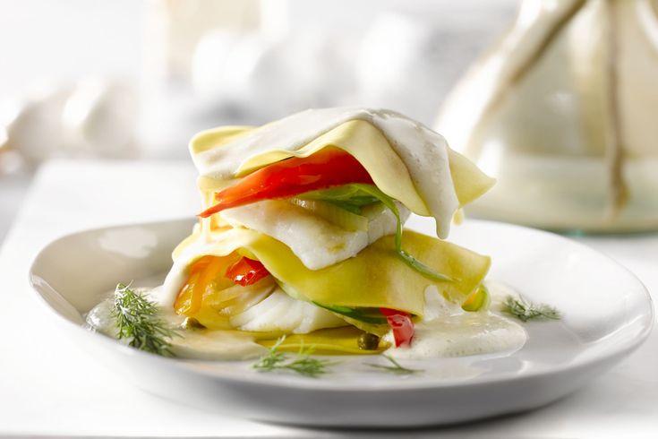 Deze originele lasagne is een feestelijke variatie op de klassieke. De laagjes tarbot en paprika zijn zowel mooi als smaakvol. Ideaal voor de feestdag...