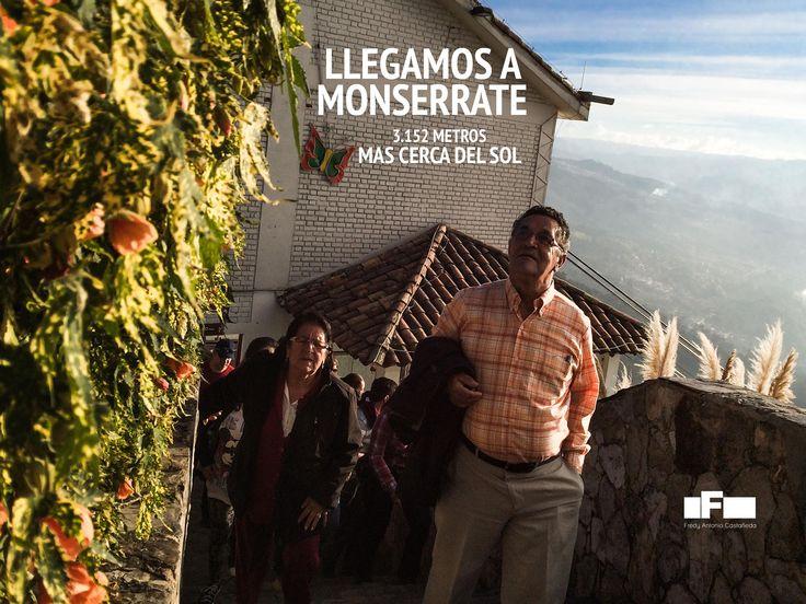 Mis padres arribando a la cima del Cerro Monserrat en Bogotá - Colombia. Por Fredy Castañeda - Foto tomada con iPhone 5s.