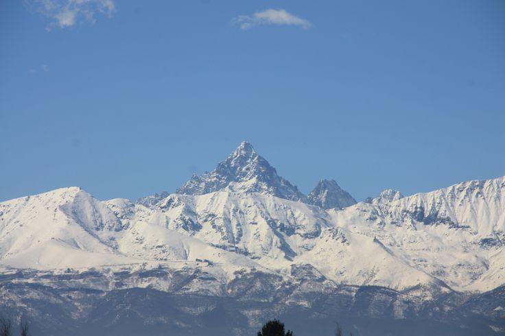 Il Monviso, ben visibile da Torino, oltre ad essere la vetta più alta delle alpi Cozie con i suoi quasi 4.000m è anche la casa della sorgente del fiume più lungo d'Italia, il Po. B&B in regione Piemonte qui http://bedandbreakfast.place/it/bb-piemonte
