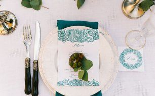 С любовью к семейным традициям, изумрудная свадьба Анны и Антона, сервировка банкетного стола
