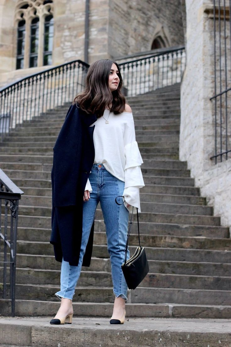 Outfit by Veronique Sophie /w Chanel Slingback Pumps, Cropped Jeans, Rüschen Pullover, Celine Trio Bag! Streetstyle by Fashionblogger