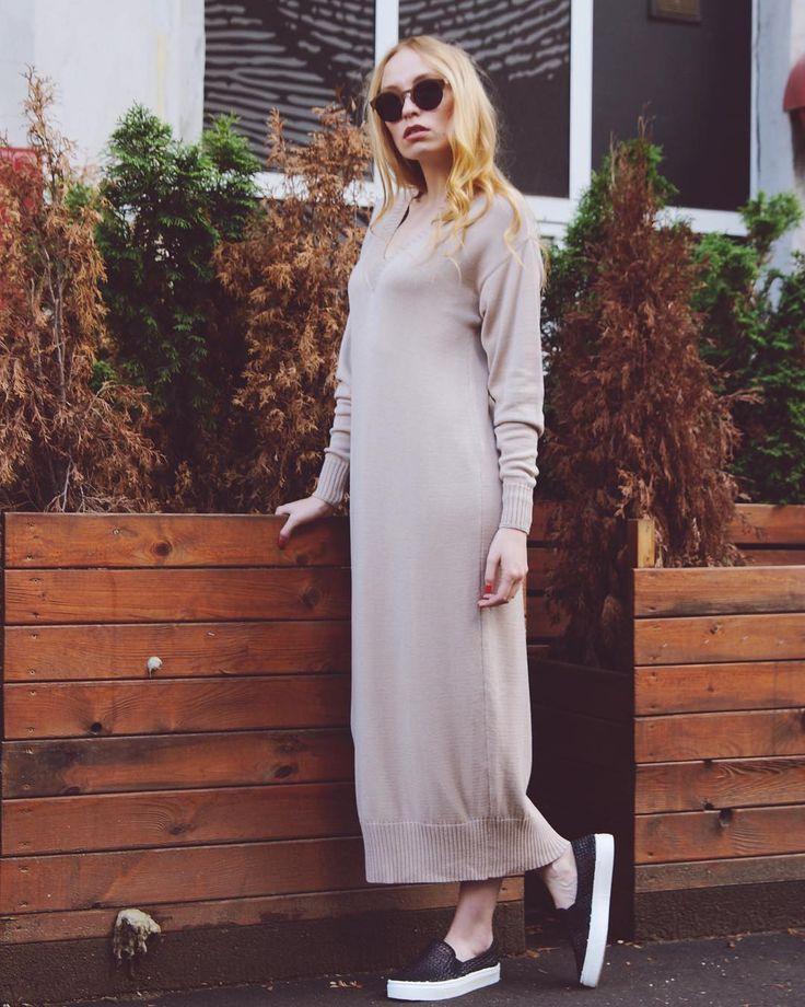 Длинное вязаное платье с V-образным вырезом☘️ Для заказа https://lepoudre.com