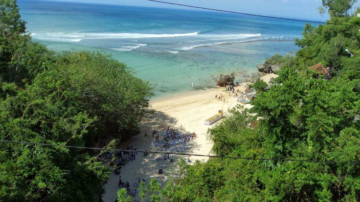 Pantai di Padang- Padang Bali
