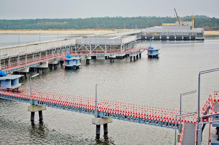 Platforma technologiczna służy m.in. ochronie przeciwpożarowej terminalu LNG w Świnoujściu #nauka #science #ochrona #bezpieczeństwo #safety #lng #plng #swinoujscie