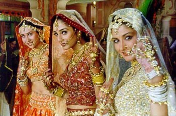 Karishma Kapoor, Tabu, and Sonali Bendre in Hum Saath Saath Hain