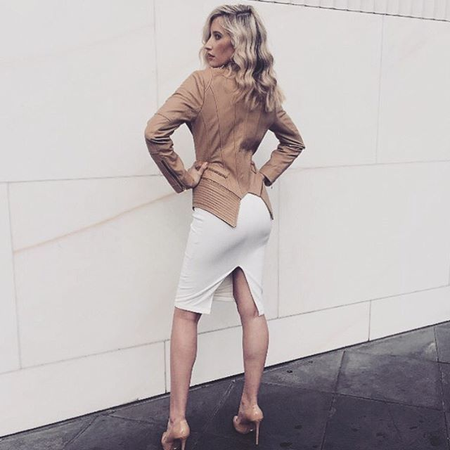 @megan.l.ryan  Looking beyond fab in our 'Zara' Lambskin Leather Blazer. // Available for Custom Orders - Link in Bio.  #LuxeLumiere