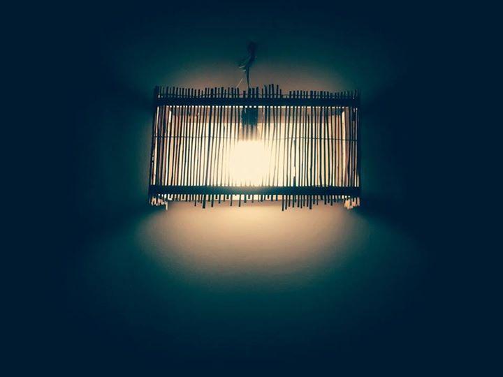 Lampada da interni realizzata con materiali di recupero