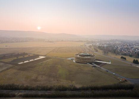 Site of Roman encampment surrounding the Gauls under Vercingetorix in 52 BC - Bernard Tschumi Architects