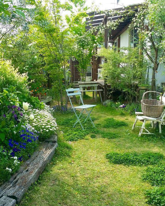 """3,636 Likes, 34 Comments - @sho.candy on Instagram: """". . 白い椅子が崩壊寸前です まだ少しだけチューリップが咲いてます 五月に咲いてるの初めて見たような…。 クローバーすでに2回ほど刈りました… 梅雨時が恐い . .…"""""""