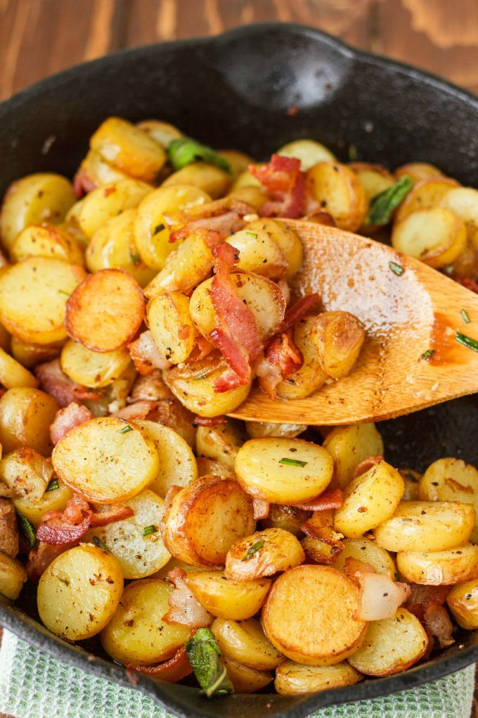 Pan-Fried Fingerling Potatoes with Bacon | #recipe #bacon #potatoes #breakfast | http://thecookiewriter.com