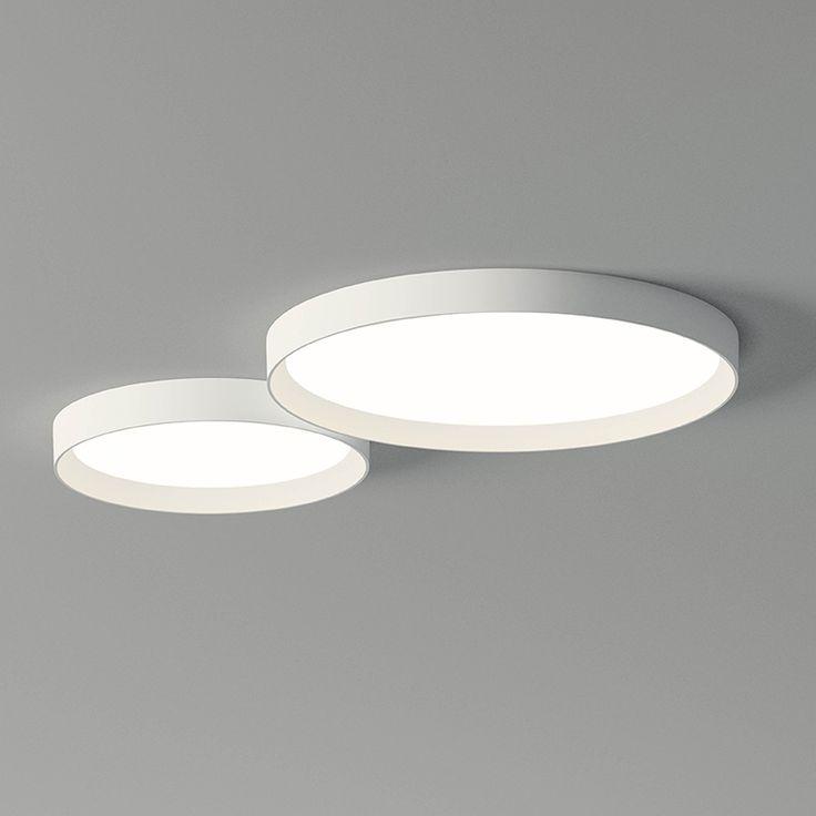 Le lampade da soffitto Up uniscono design con tecnologia LED creando pezzi leggeri e unici. Montaggio a superficie. Quattro modelli e due colori.