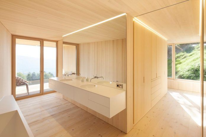 House built on an extremely steep piece of land with forrest views from all the interior spaces - CAANdesign