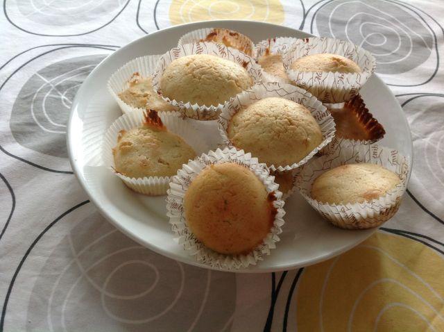 Tosi helpot sitruunamuffinit. Tarvitaan muffinivuokaa.