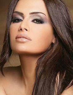 Latina makeup