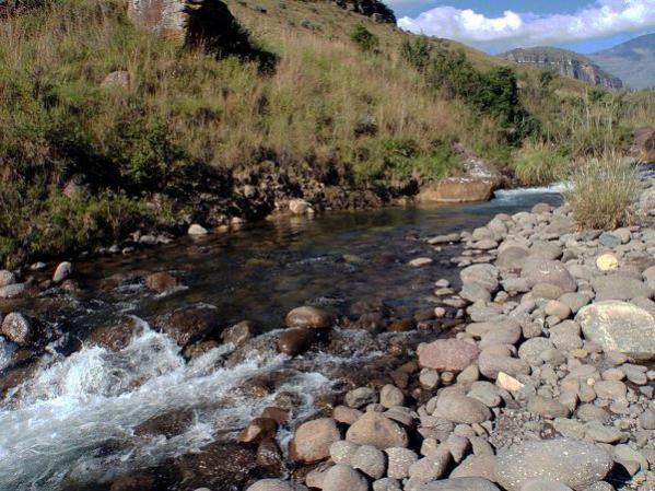 Injisuthi river from www.flytalk.co.za