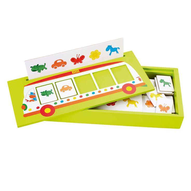 Une voiture, une vache et un papillon verts... L'enfant trie les cartes par…