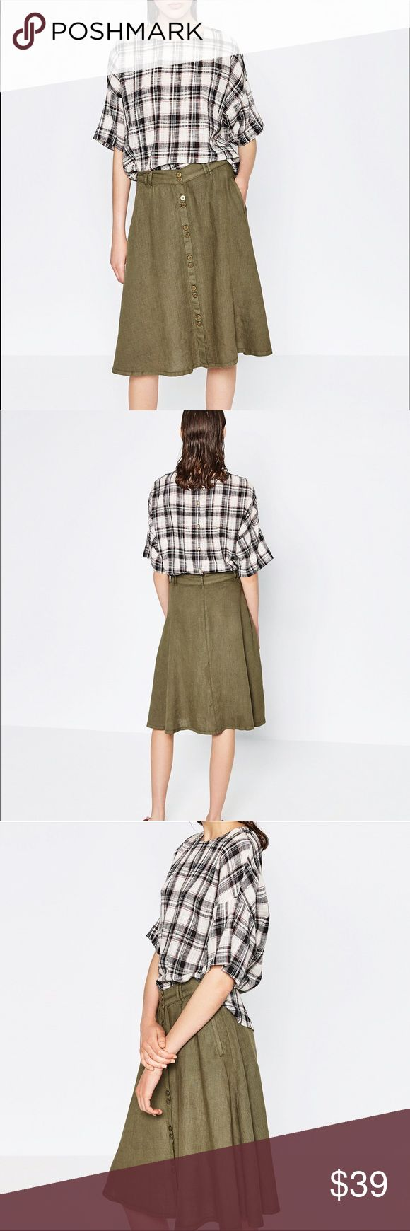 Zara linen skirt with front buttons Khaki color... you'll be ready for safari adventure! Love loose structure of skirt Zara Skirts