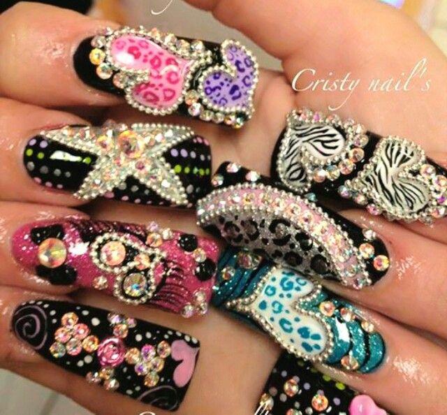 Preciosas uñas estilo Sinaloa.  Impresionantes, divinas.  Ojalá me dejaran ponerme unas así.