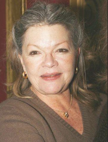 Catherine Enda Allegret (Devenue, en 1987, Allegret-Livi 1946). Elle est née à Neuilly. Son père est le cinéaste Yves Allégret et sa mère est Simone Signoret, après la séparation de ses parents, elle sera élevée par Yves Montand. Elle est la mère de Benjamin...