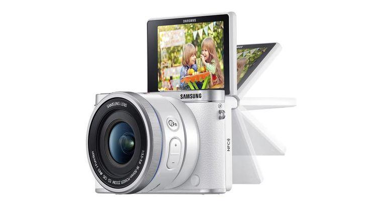 SAMSUNG NX 3000 CON PANTALLA ABATIBLE Y FULL HD