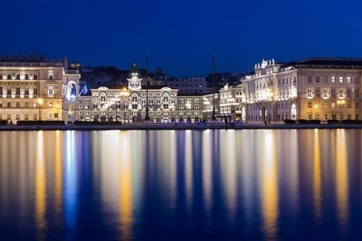 Concorso Trieste 2012 - foto della sezione Trieste by night   Fabrice Gallina - Blu  .