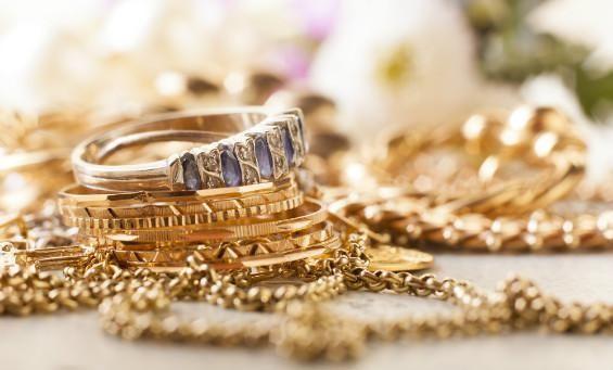 sesuatu yang menjadi kebiasaan akan dianggap sebagai sebuah kebenaran, dan hal ini ternyata juga terjadi kepada beberapa perhiasan emas