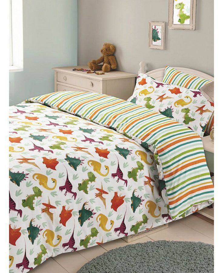 This Dinosaur single duvet cover set will add a fun finishing touch to any dinosaur themed bedroom. Free UK delivery available